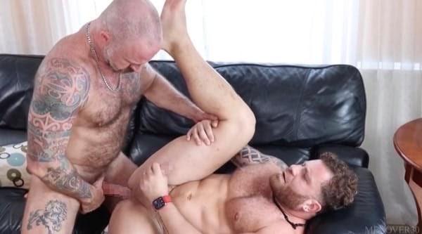 ガチムチマッチョ野郎が熊系ガチムチ親父と生セックスでアナルを感じさせられる