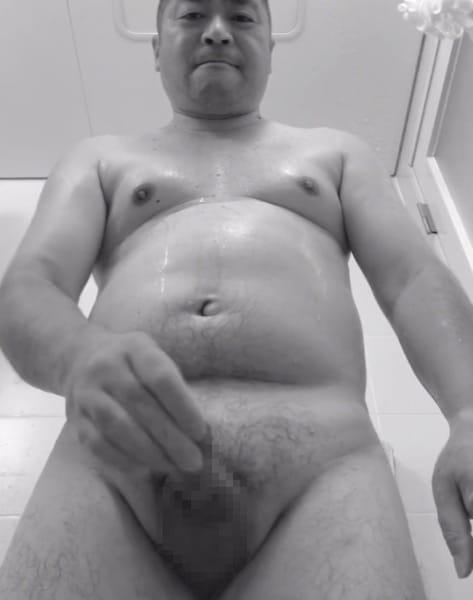 ムッチリ体型でぽっこりお腹がかわいい中年親父が風呂場でオナニー動画を撮影